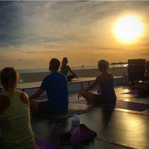 Meditation i solnedgången på en sandstrand - som balsam för själen...